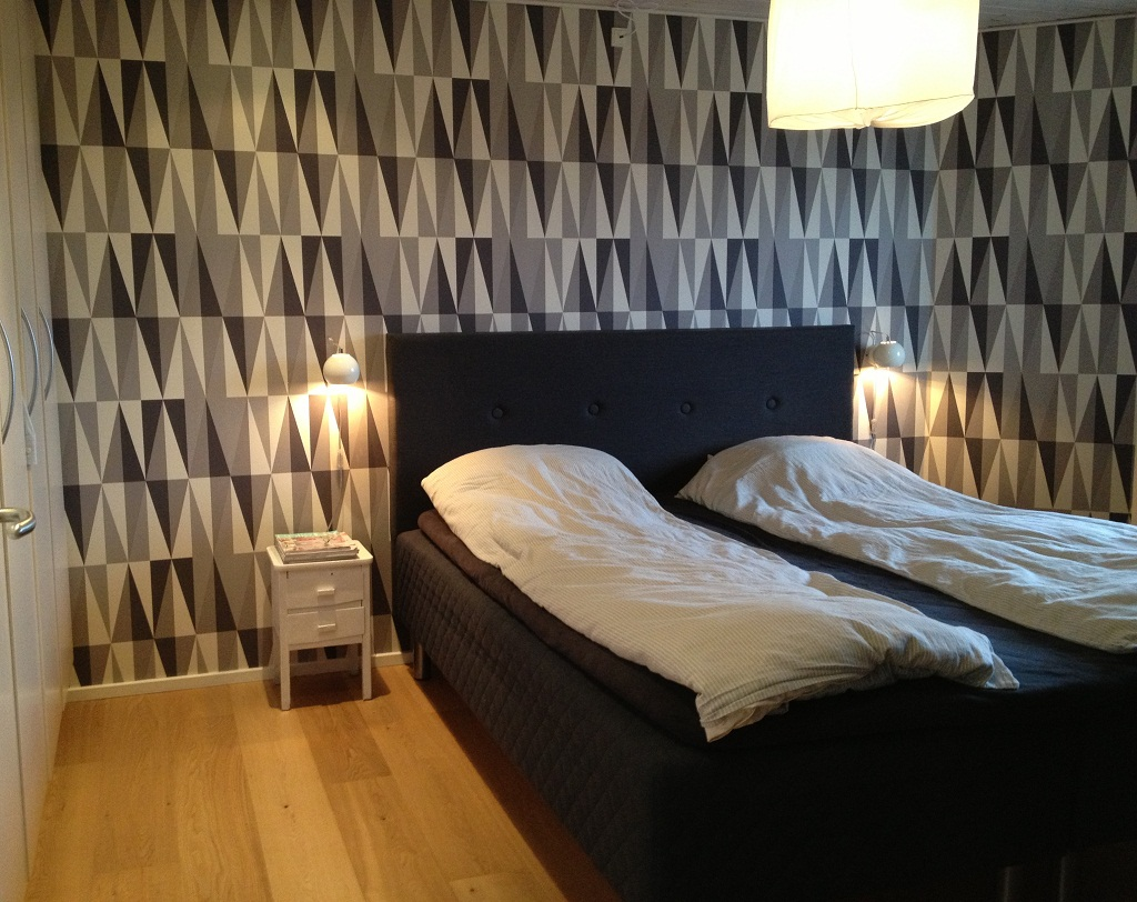 Få hotel stemning i soveværelset med Ferm LIVING tapet