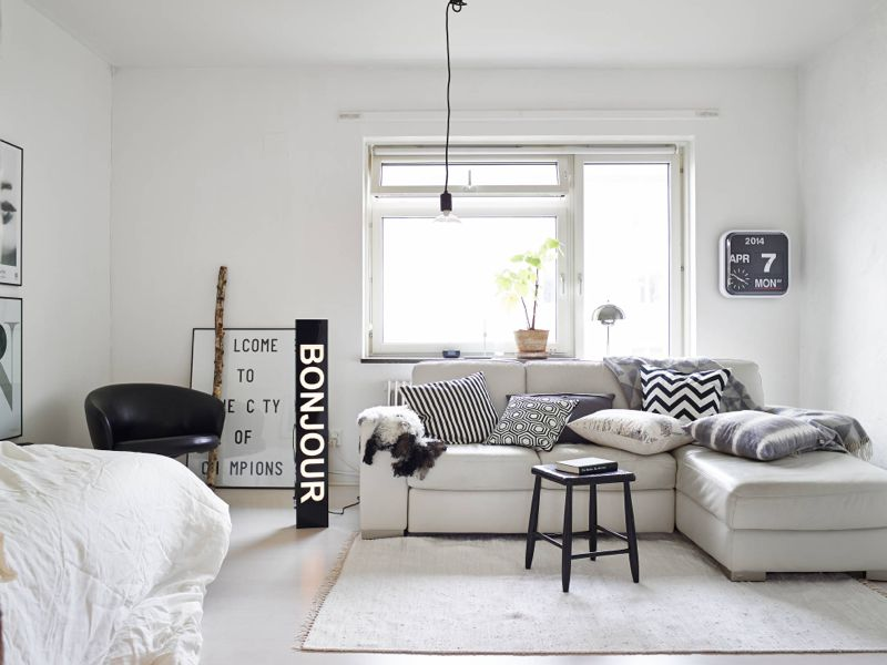 Kleine Slaapkamer Creatief Inrichten : Bo småt, sort/hvidt og råt