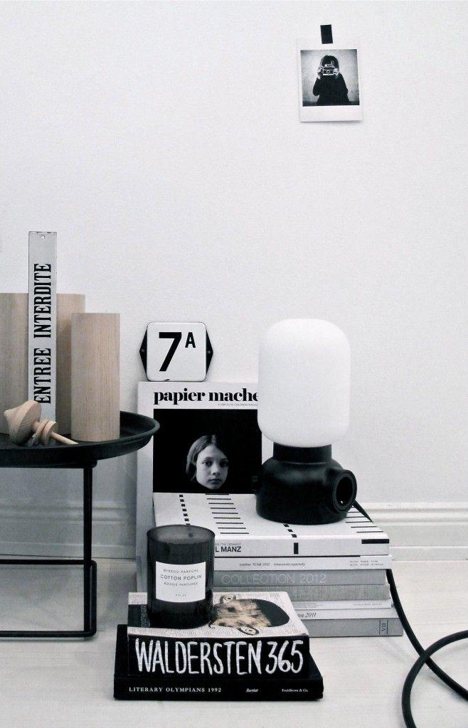 stilleben-indretning-bolig-sort-hvid