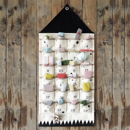jul-pakkekalender-boern-advent-julekalender-x-mas-christmas-decor-indretning-jylepynt-ferm-living